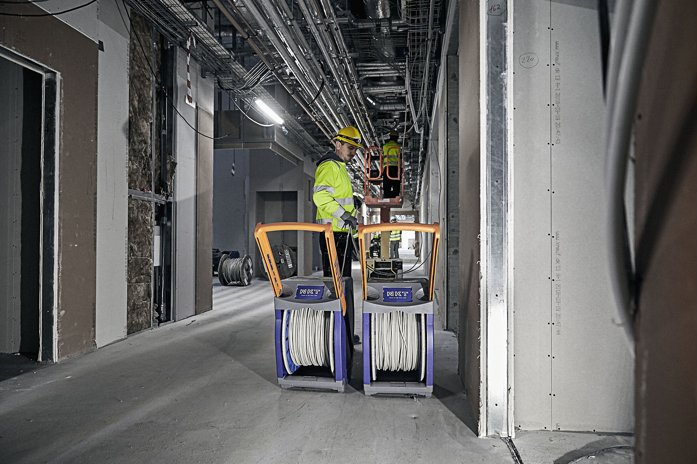 De bakker op om fremtidens elektrikere: NKT