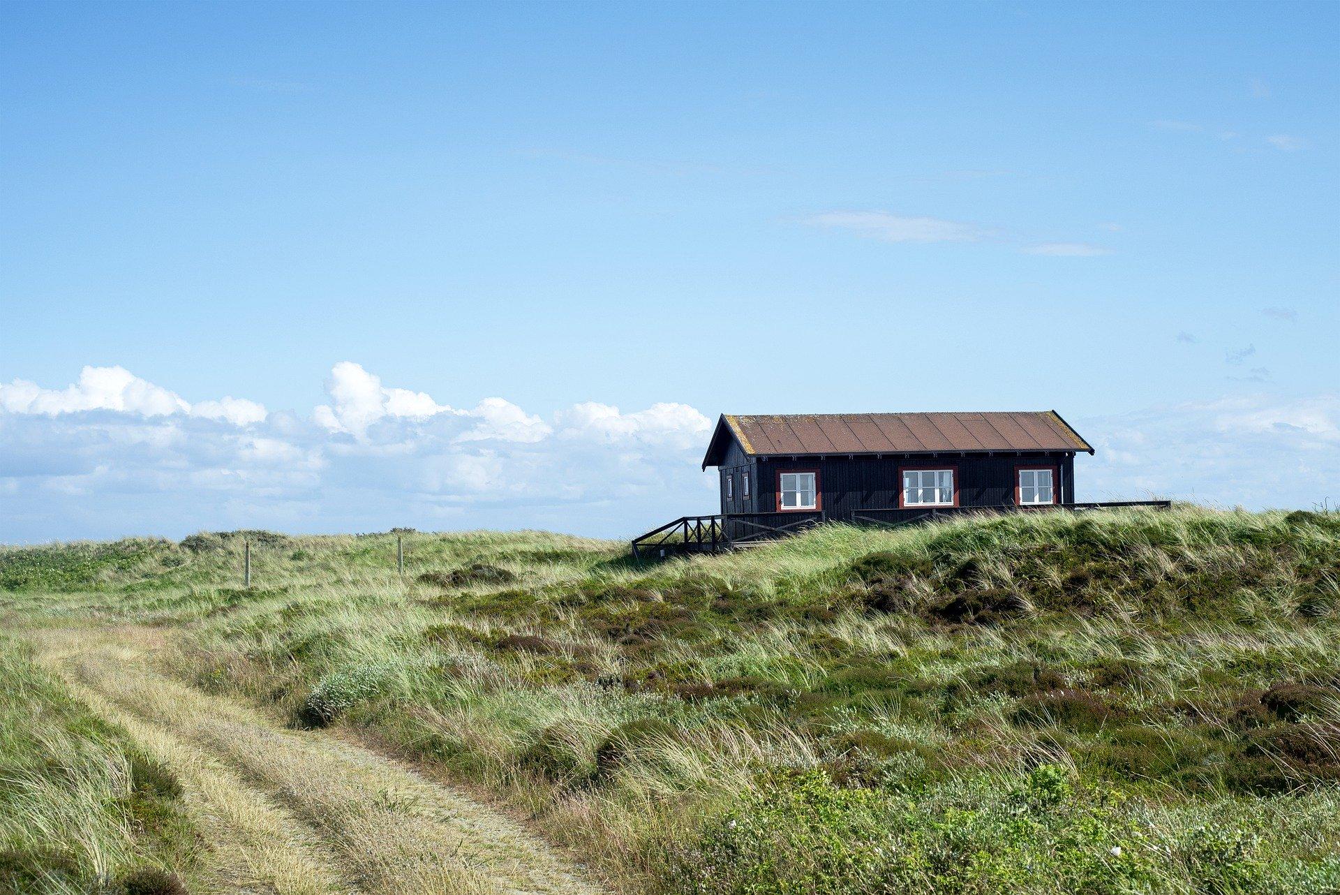 Sommerhus i klitlandskab